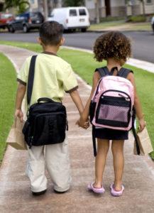 Дети идут в школу