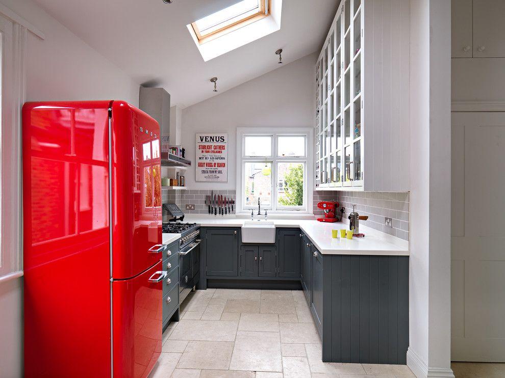 Как выбрать холодильник на кухню? Как установить встраиваемый холодильник?
